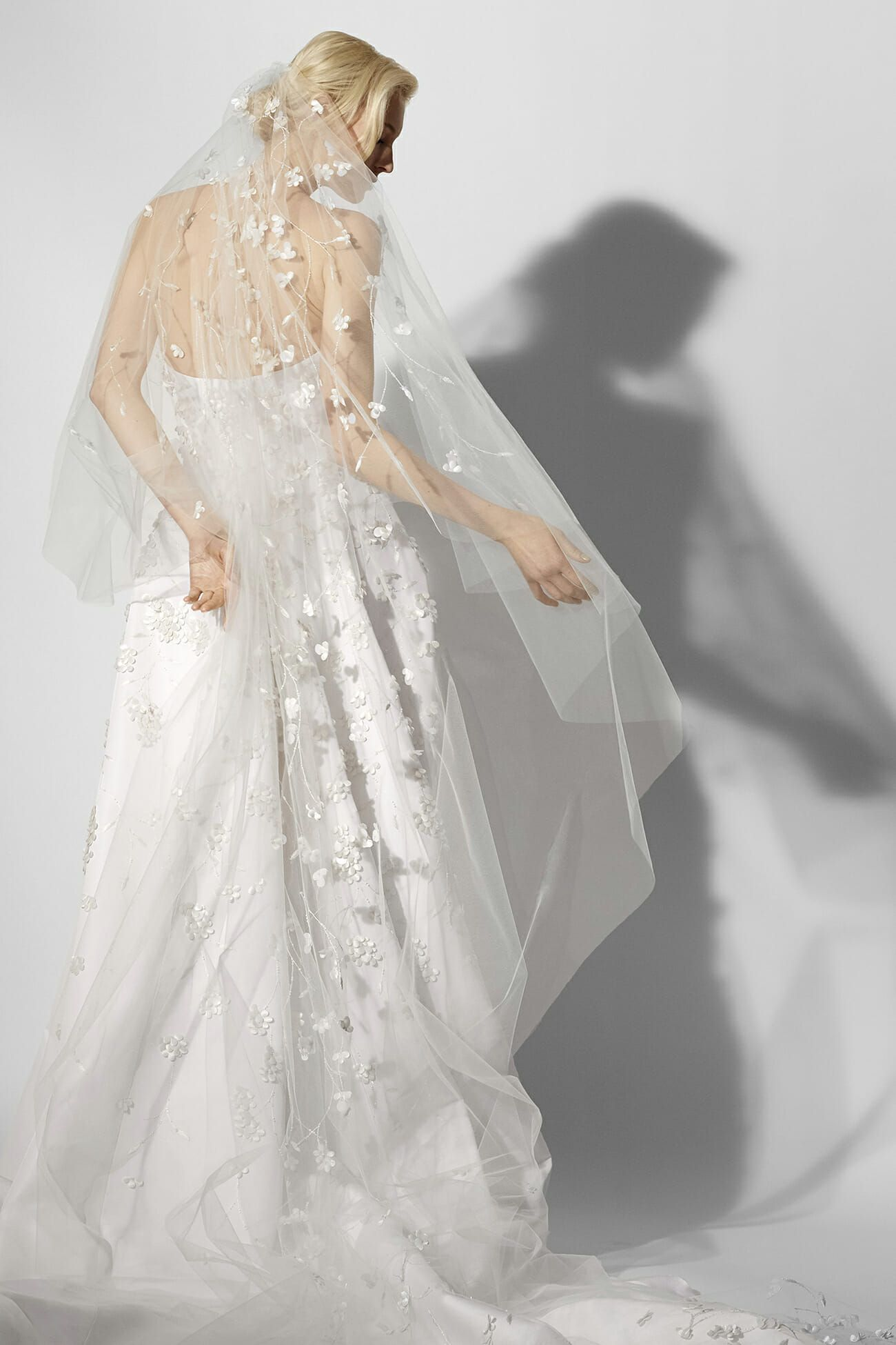 Elite wedding dresses  Discover the Collection Carolina Herrera Spring   Wedding VEILS