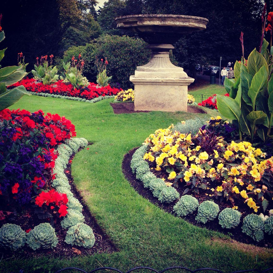 Pin By N Garden On Gardens Around The World Somerset Garden Glass Garden Backyard Landscaping Designs