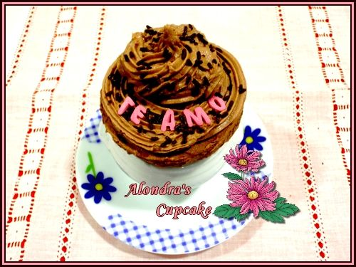 Mi primer cupcake, sabor canela y buttercream de nutella.