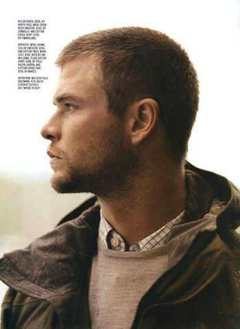 Pin by Stephanie Calvert on Chris Hemsworth | Chris ...
