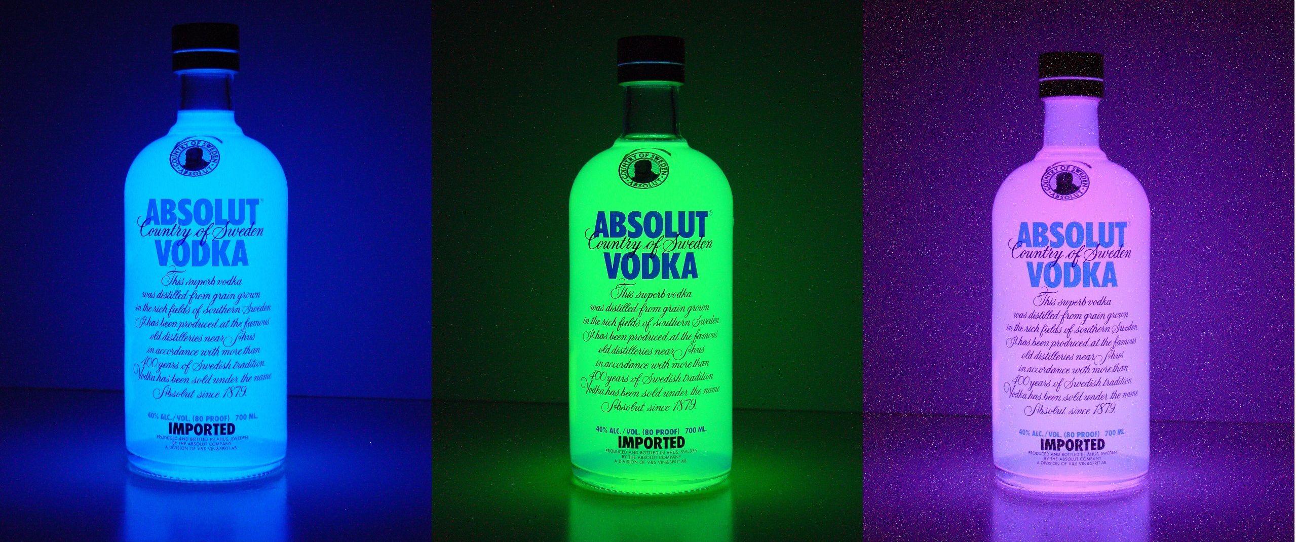 Tres fotografías de Larga exposición de Botella de Absolut rellena ...
