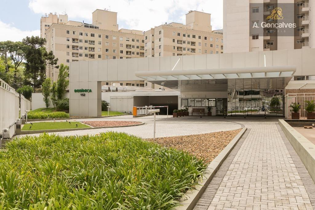 Apartamento localizado no bairro Cristo Rei, Curitiba. Referência AP0165