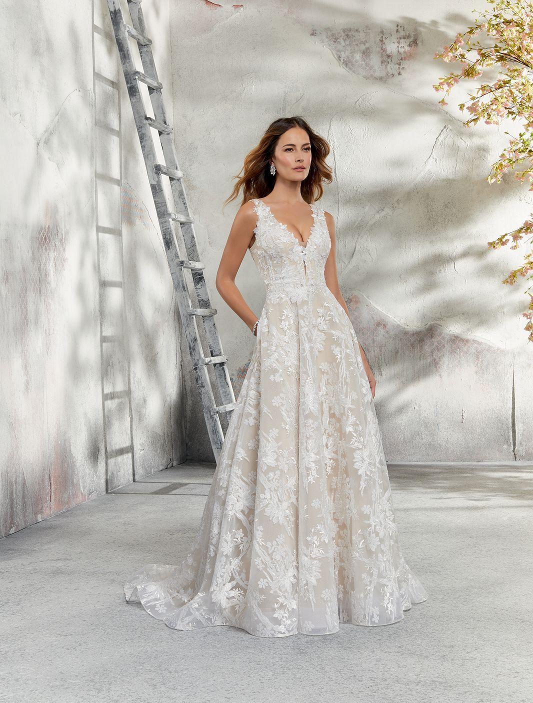 cfb474da44 Model 5695 - Zachwycająca brokatowa suknia ślubna z tiulu