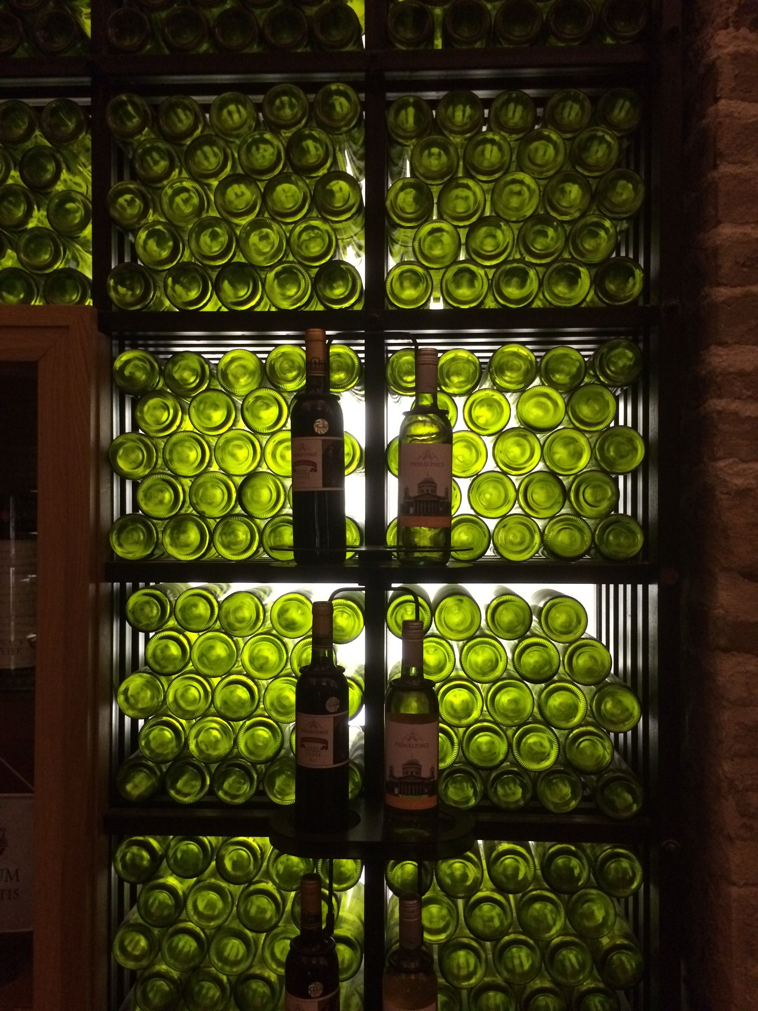 Estergom/Ungarn - Weinlokal