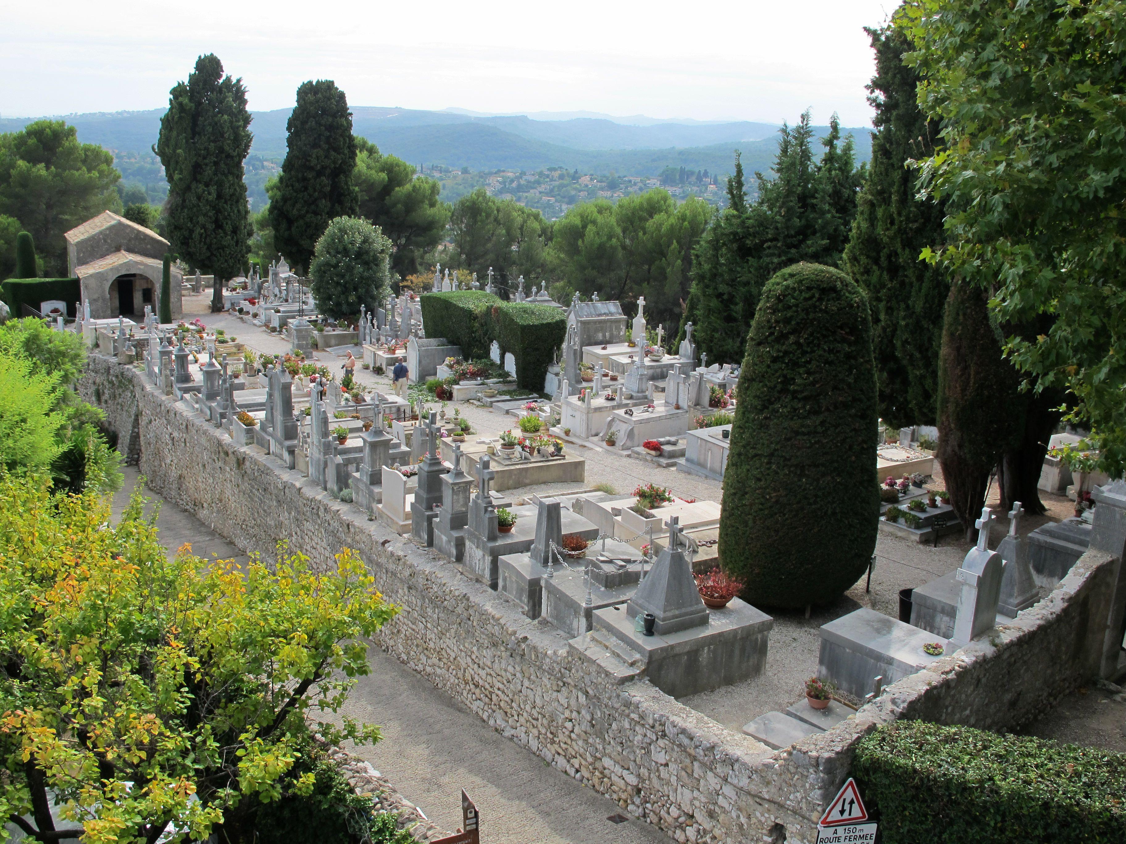 FriedhofStPauldeVence.jpg (3648×2736)