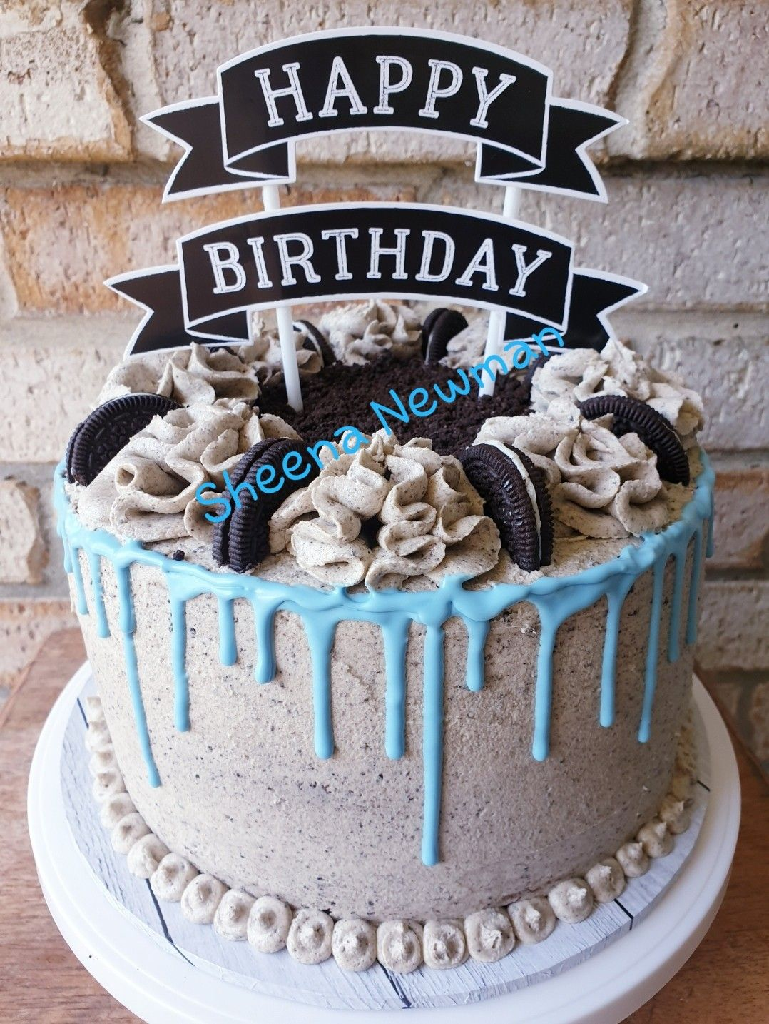 Chocolate Vanila Cakes Stacked With Oreo Buttercream In The