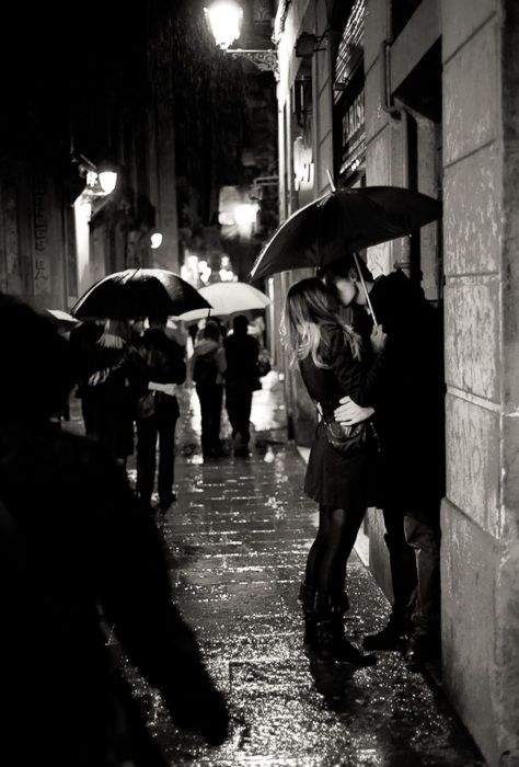 Pin By Bela Davila On Life Kissing In The Rain Black And