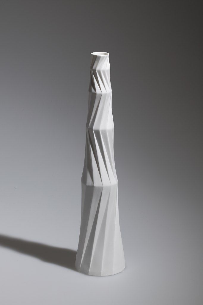 Andreas Steinemann ¦ Keramikdesigner ¦ Porzellan Unikate.  A piece by one of my favorite ceramicists.  She achieves this process by molding folded paper.