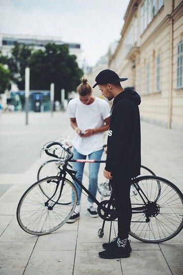 Kevin Elezaj - Nike Sneakers, Happy Socks, H&M Jeans, Adidas Sweater, Forever 21 Cap - Bikelife Part 2