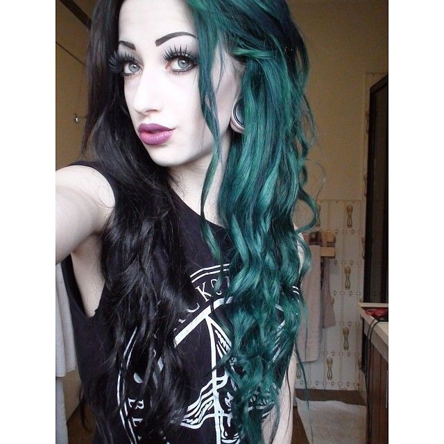 Pin By Valerie Oneill On Emo Scene Goth Hair Green Hair Hair Inspiration Color Split Hair