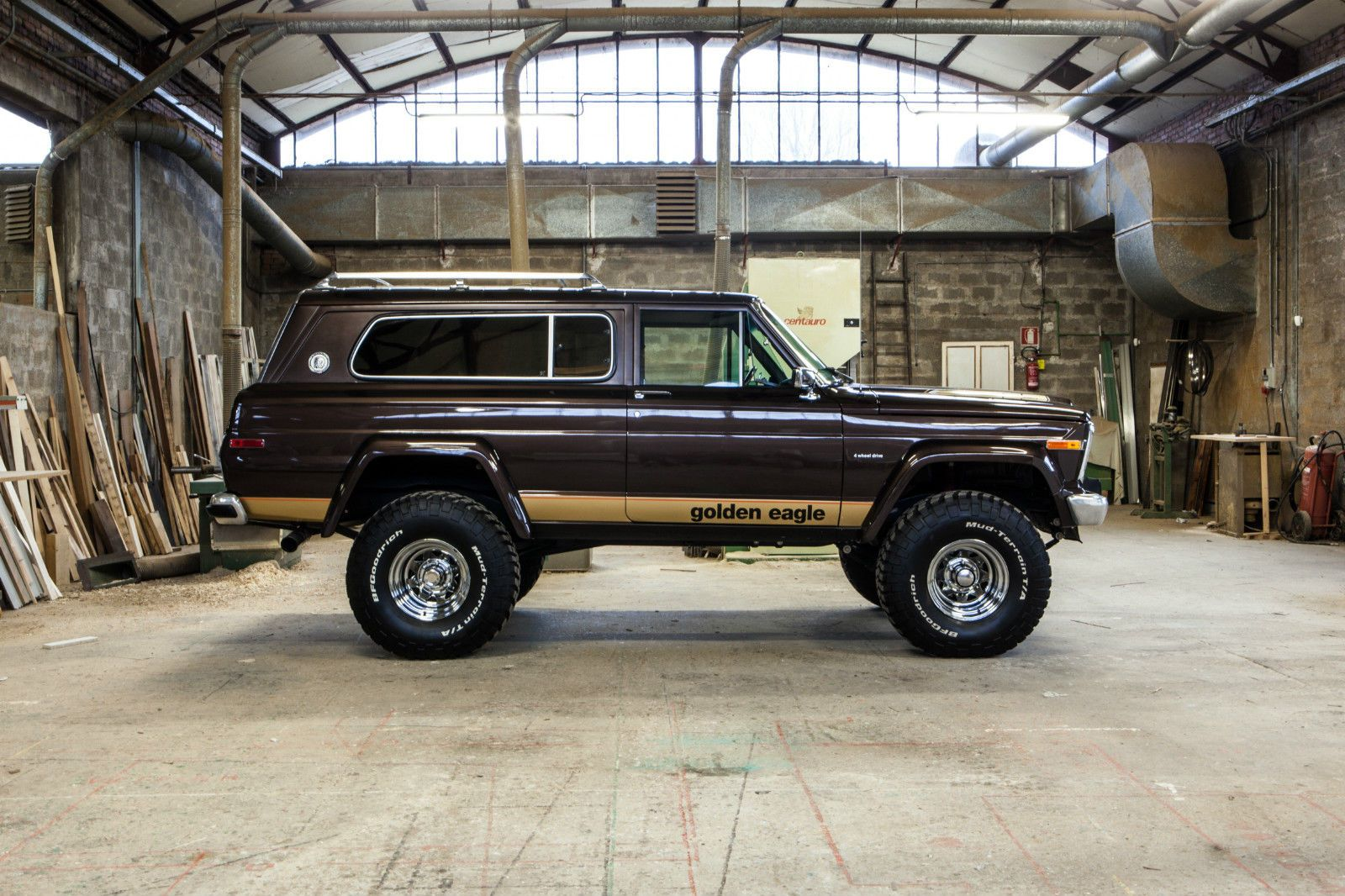 Not The Golden Eagle But The 1978 2 Door Cherokee Chief It Was Really A Luxurious Suv For Its Day Jeep Cherokee Classic Jeeps Jeep