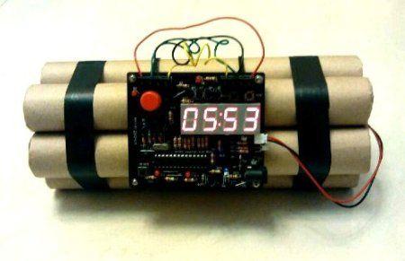 Amazon Com Novelty Defusable Bomb Alarm Clock Bomb Like Alarm Clock Home Kitchen Alarm Clock Clock Unique Alarm Clocks