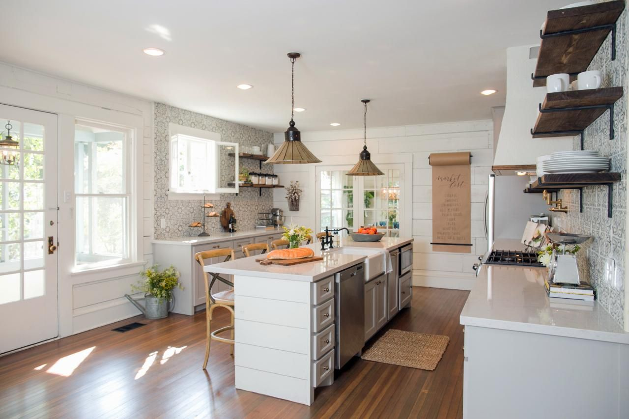 Chip And Jo Prove It Yes You Can Downsize Without Losing Out On Style Fixer Upper Kitchen Country Chic Kitchen Fixer Upper Kitchens