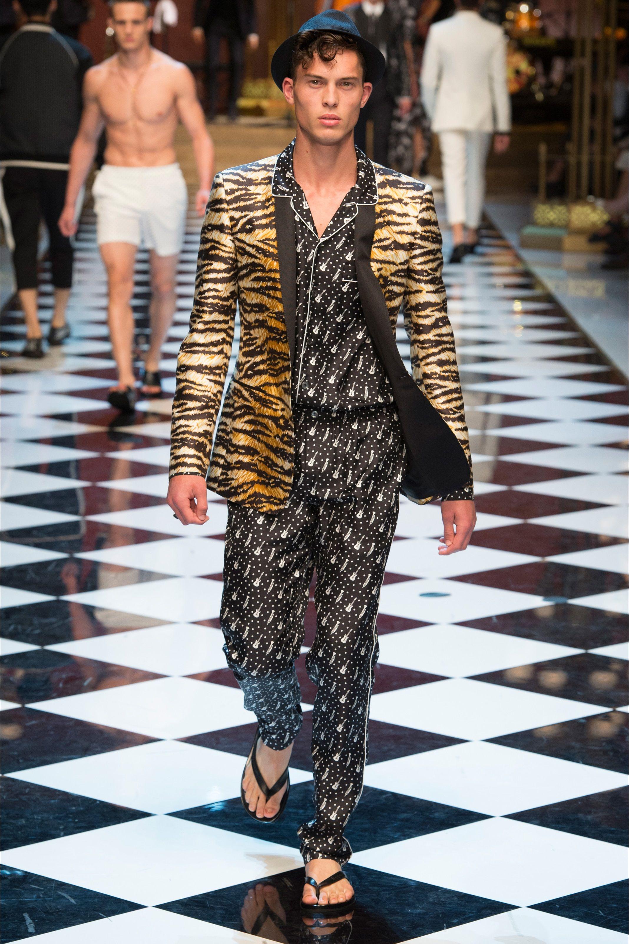 Sfilata Moda Uomo Dolce   Gabbana Milano - Primavera Estate 2017 - Vogue 2cb2bf828b8