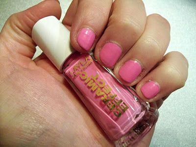 Il Beauty di Bi: Review Layla Ceramic Effect N°21 - Il rosa per antonomasia! - http://ilbeautydibi.blogspot.it/2011/11/review-layla-ceramic-effect-n21-il-rosa.html