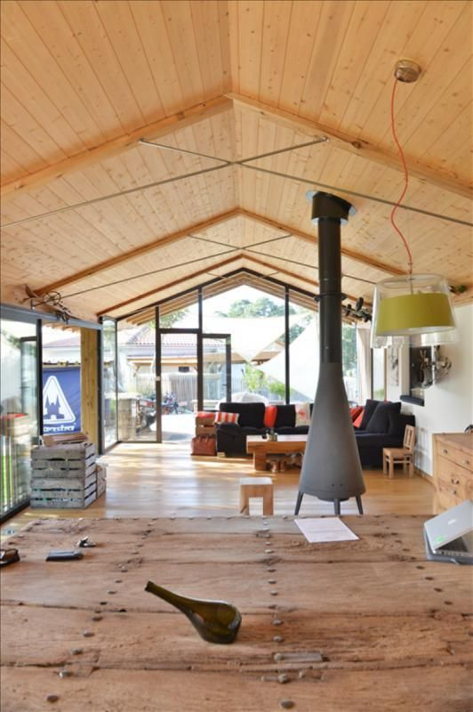 Côte landaise cette maison darchitecte en bois et béton dispose de beaux volumes