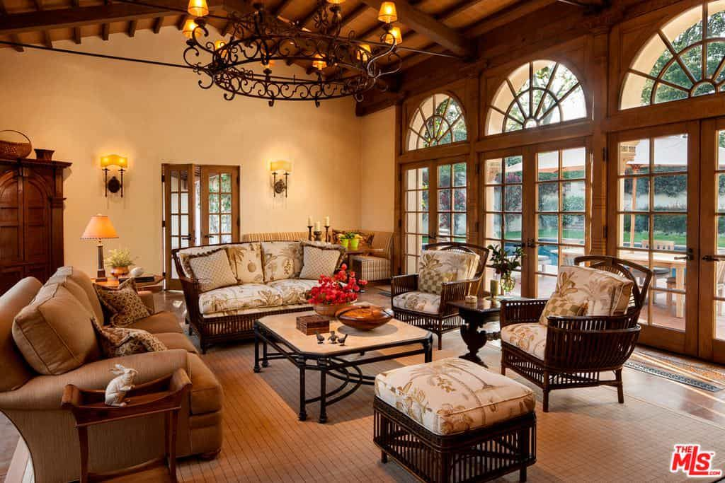 15 Refined And Modern Living Room Ideas Mediterranean Interior Design Mediterranean Decor Living Room Mediterranean Home Decor