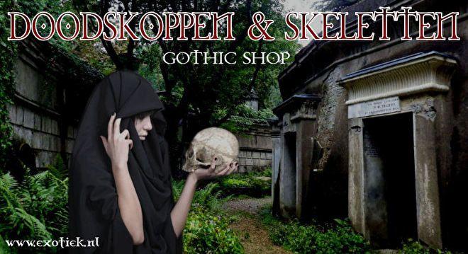 meisje in het zwart met doodskop in highgate kerkhof 3.jpg