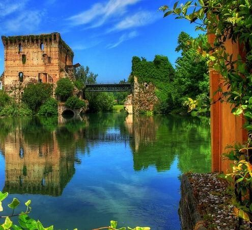 This is one of Italy's loveliest villages - discover it @ http://www.venice-italy-veneto.com/borghetto-sul-mincio.html