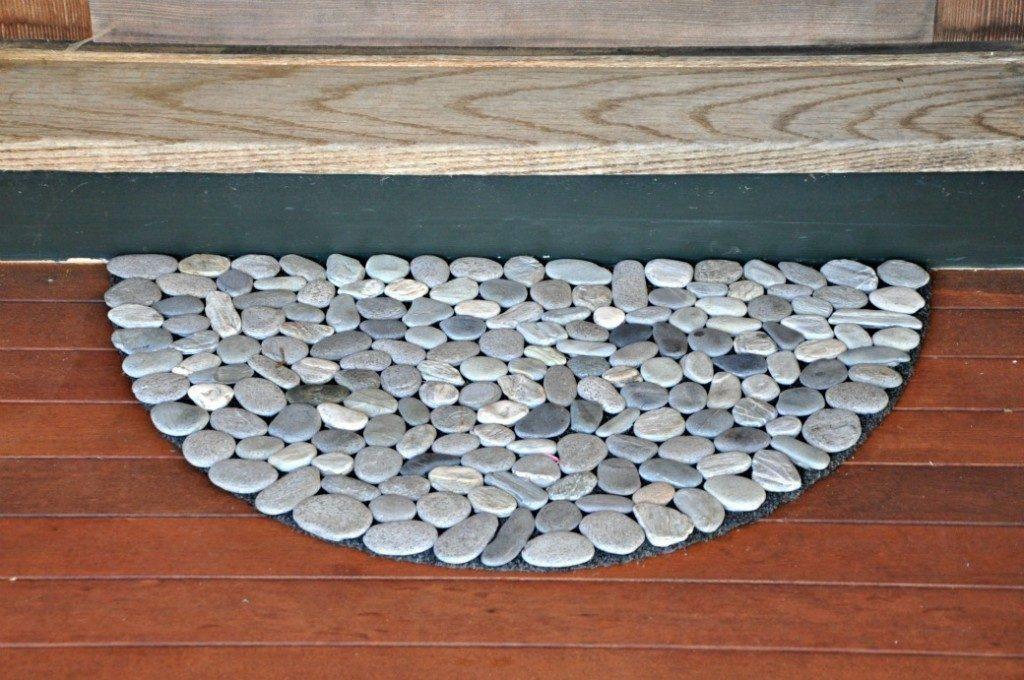 Decorating With Pebbles It S Pretty And Also Very Fun To Do Tapis De Porte Porte Diy Tapis Salle De Bain