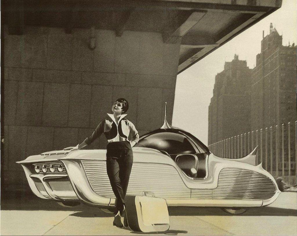 """""""Les relations entre la démocratie et la société de consommation ne sont pas réciproques, les relations entre la technologie et l'économie le sont : chacune renforce l'autre."""" Edward Bond http://tinyurl.com/z6km2dz #scificars #sci-ficarsconcept #SFconcept"""