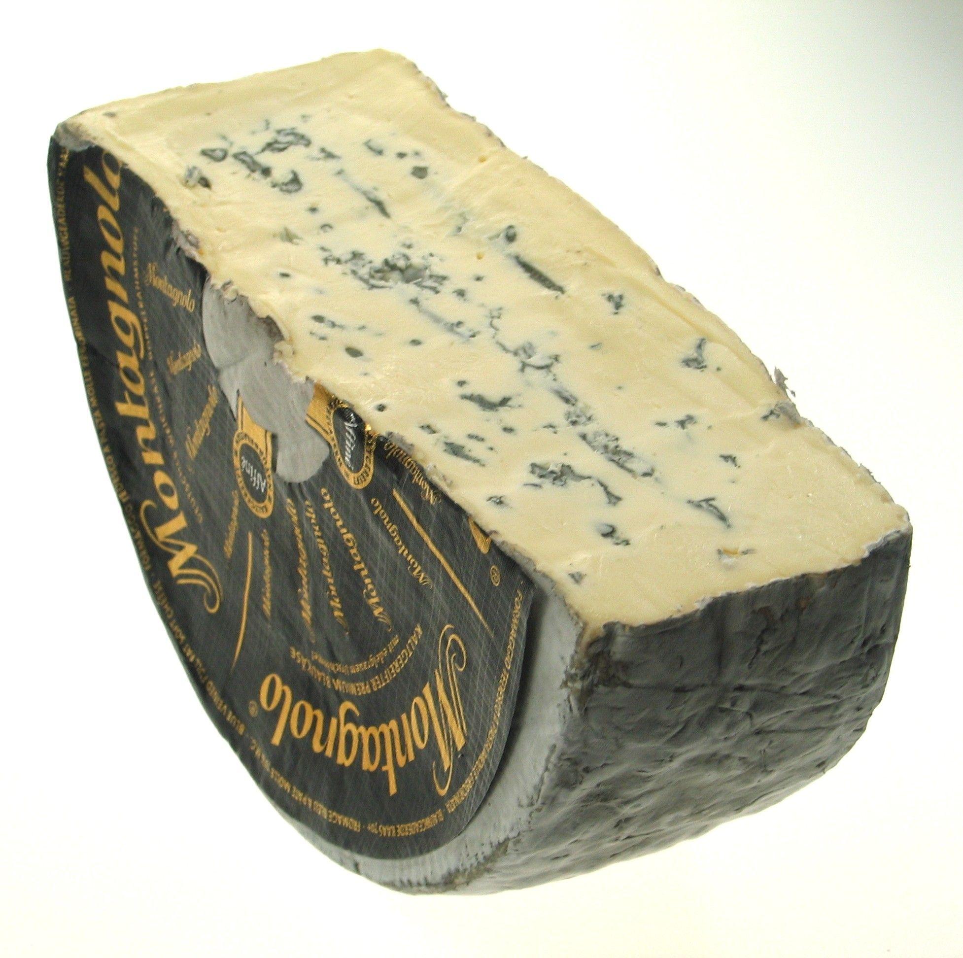 Montagnolo Affine монтаньело аффин мягкий сыр с серой и голубой плесенью корка сыра серого цвета мягкое эластичное тесто жирнос Soft Cheese Cheese Creme