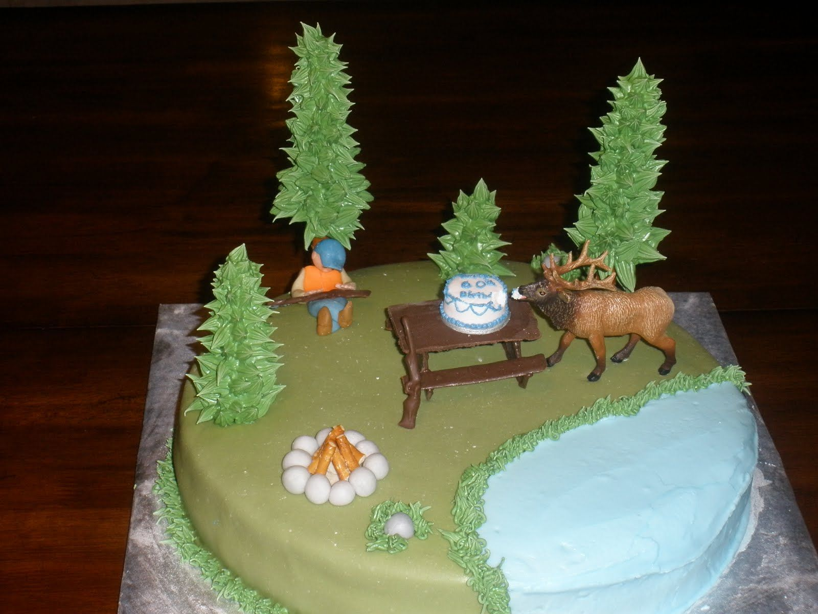 Huntingthemed grooms cakes lovetoknow Pick out a hunting grooms