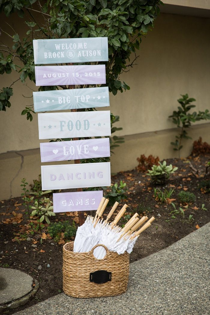 Wedding Signs - Garden wedding in Canada | Fab Mood #gardenwedding
