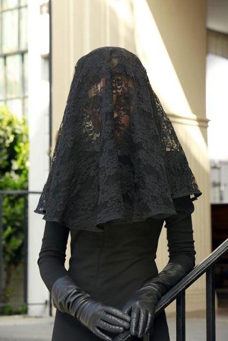 Pretty Little Liars Season 4 Premiere Behind-the-Scenes: Mystery Woman - Spolier Photo