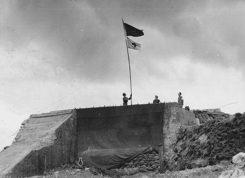 Omaha beach. Poste de secours sur WN61. Le bunker ayant abrité un 8 ...