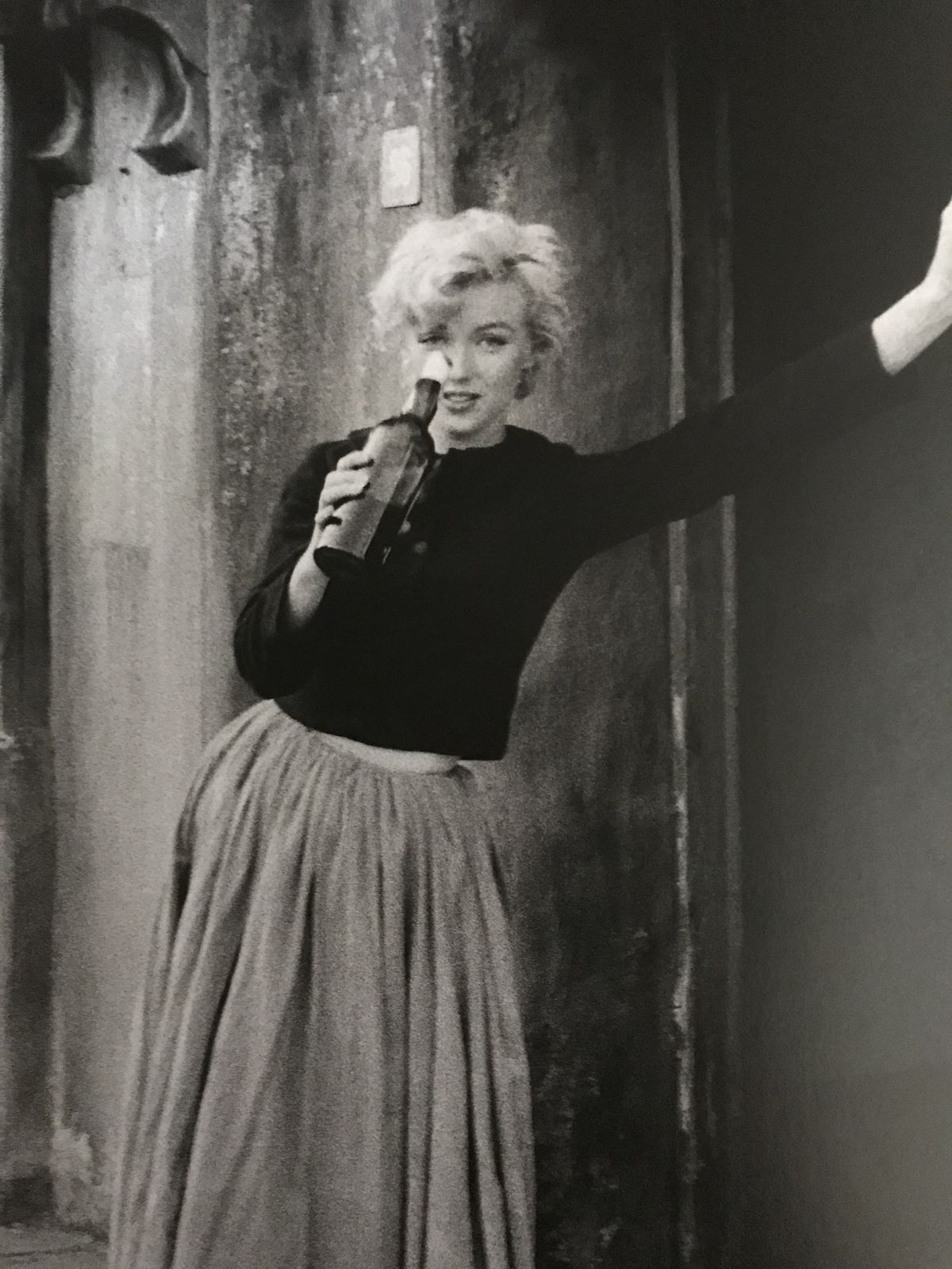 22e21060209 Marilyn. Peasant sitting. Photo by Milton Greene