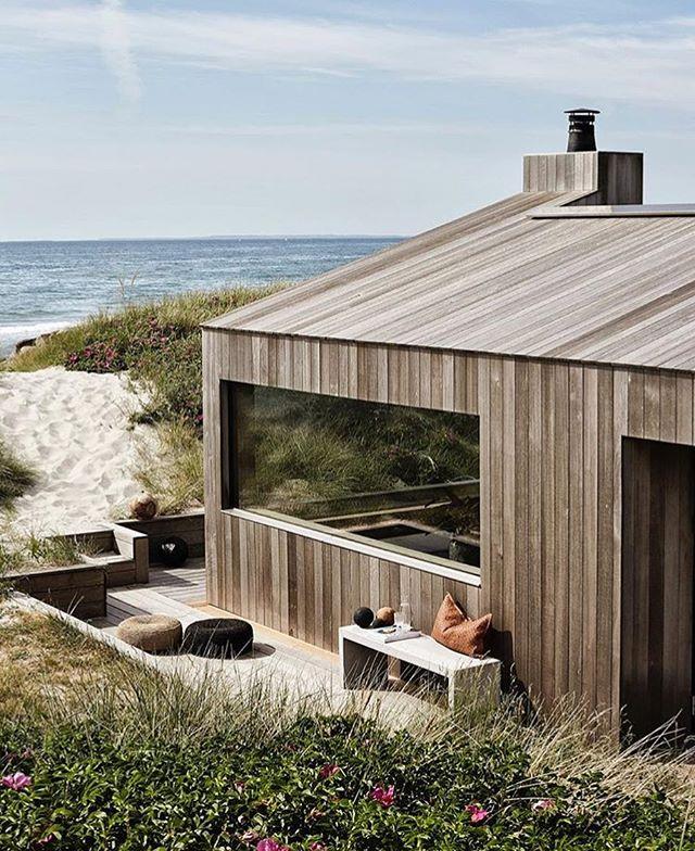 This Dreamy Scandinavian Summer House Perched On The Coastline Of Skagen Denmark The G18 By Danish Architects Architektur Haus Moderne Hutten Architektur