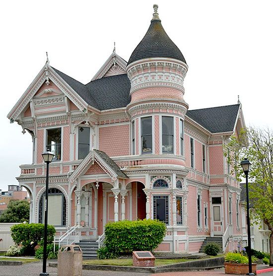 Queen Anne Style Of Victorian House