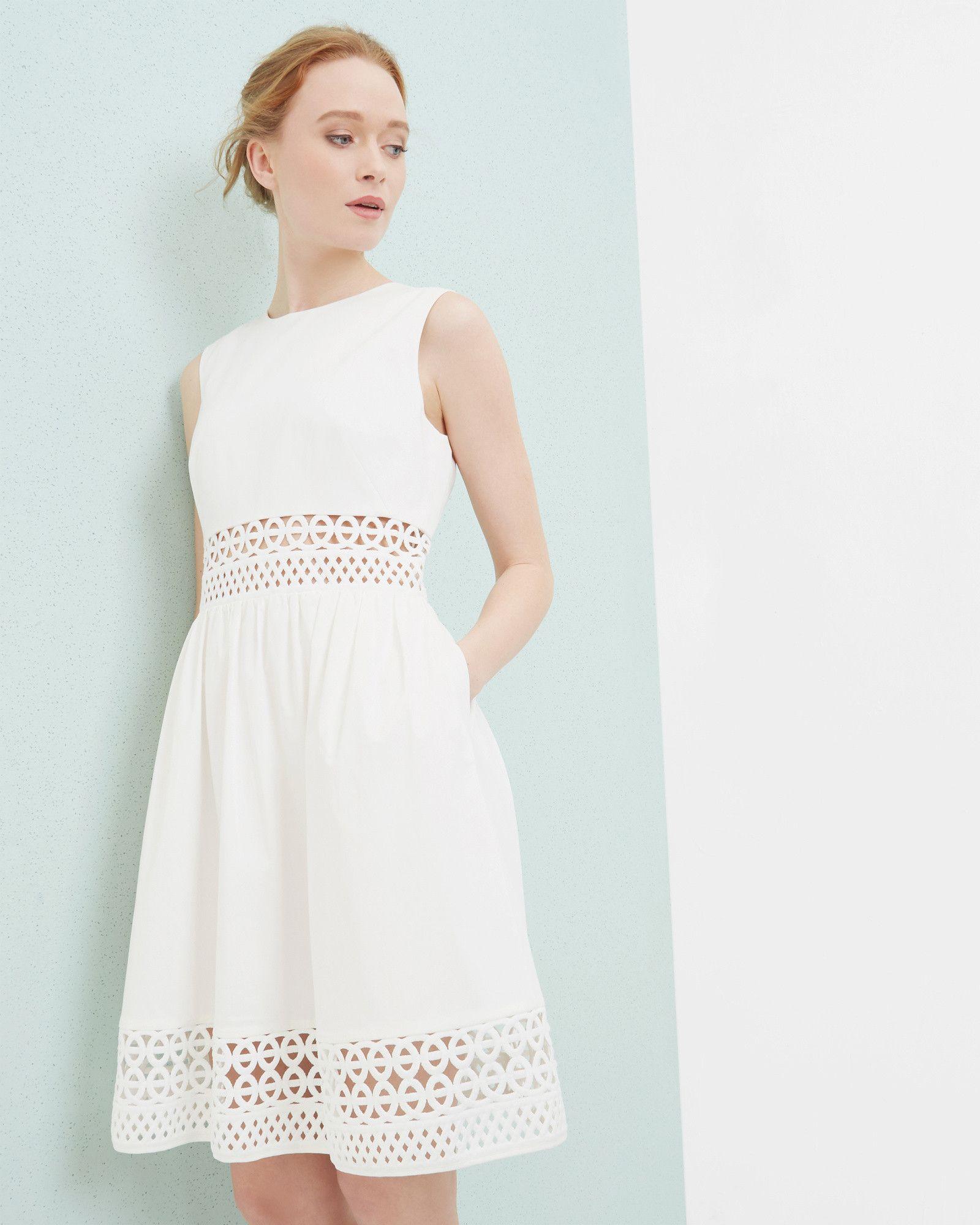 0527e3c90b9 Robe trapèze avec empiècement en dentelle - Blanc