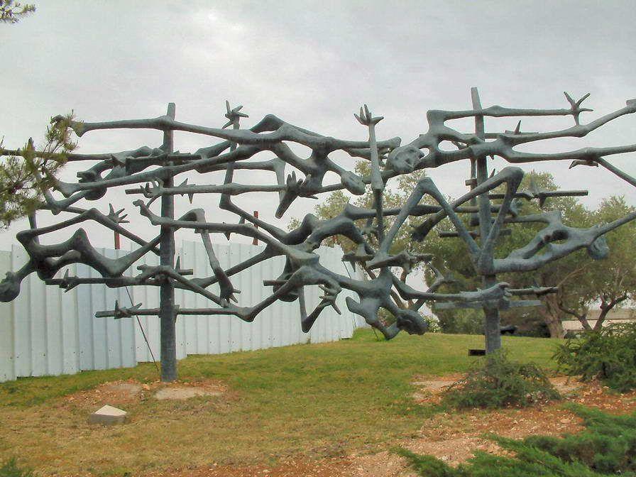 Israel-Yad_Vashem_Sculpture.jpg (896×672)
