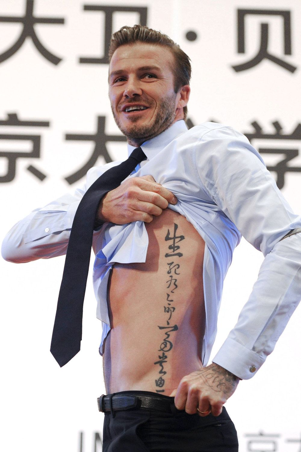 The Best Lecture Ever David Beckham Lifts Up His Top To Reveal His