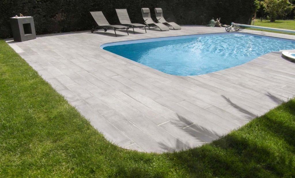 Roc-de-france-pierre-reconstituee-ambiance-margelle-piscine-dallage - realiser une piscine en beton