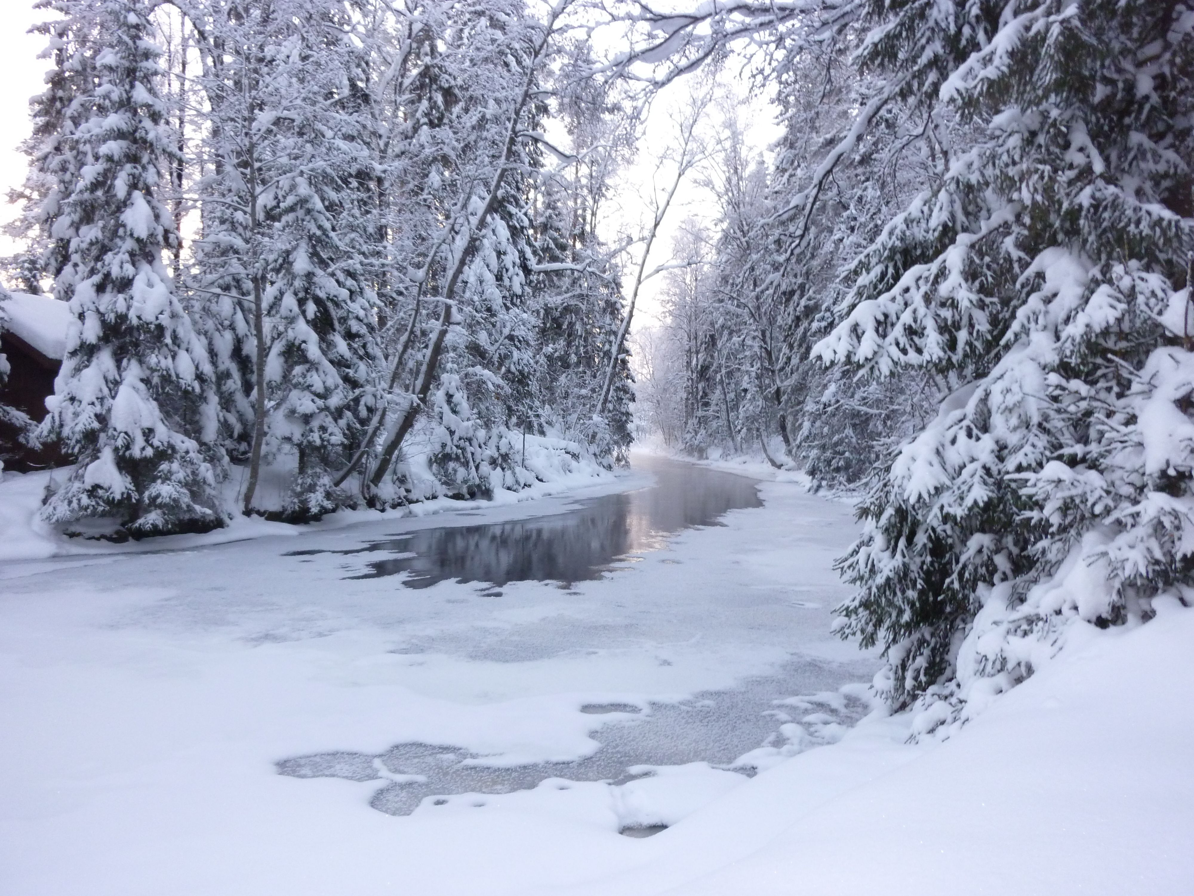 The tiny River Suonenjoki charms in midwinter.