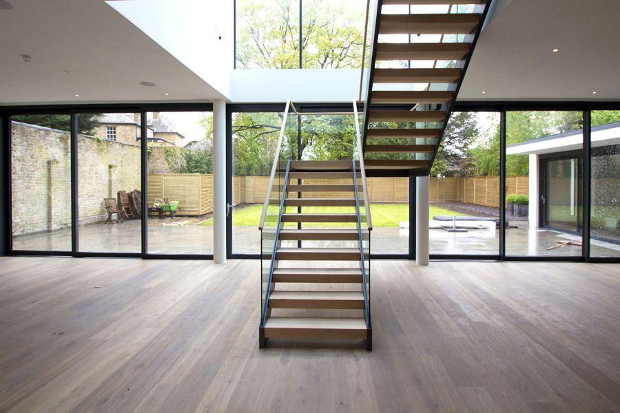 Escalera de madera que ocupa poco espacio #metal #barandilla ...