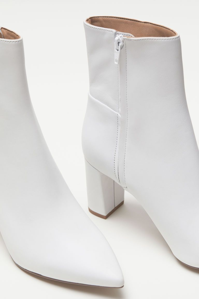 Block-heeled Ankle Boots - White