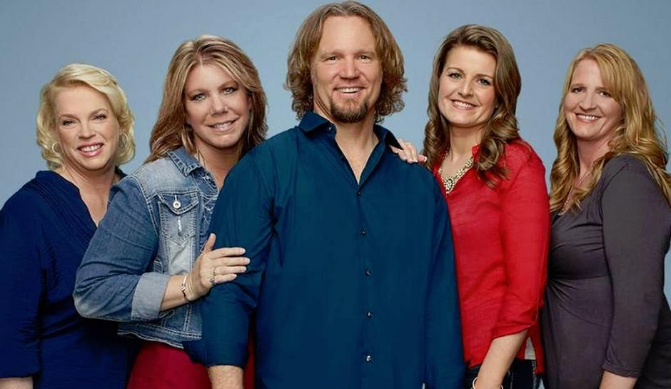 Sister Wives Cheater Meri Brown Clings To Kody In New Photos Robyn Gives Meri A Hug Sister Wives Sister Wives Meri Sister Wife