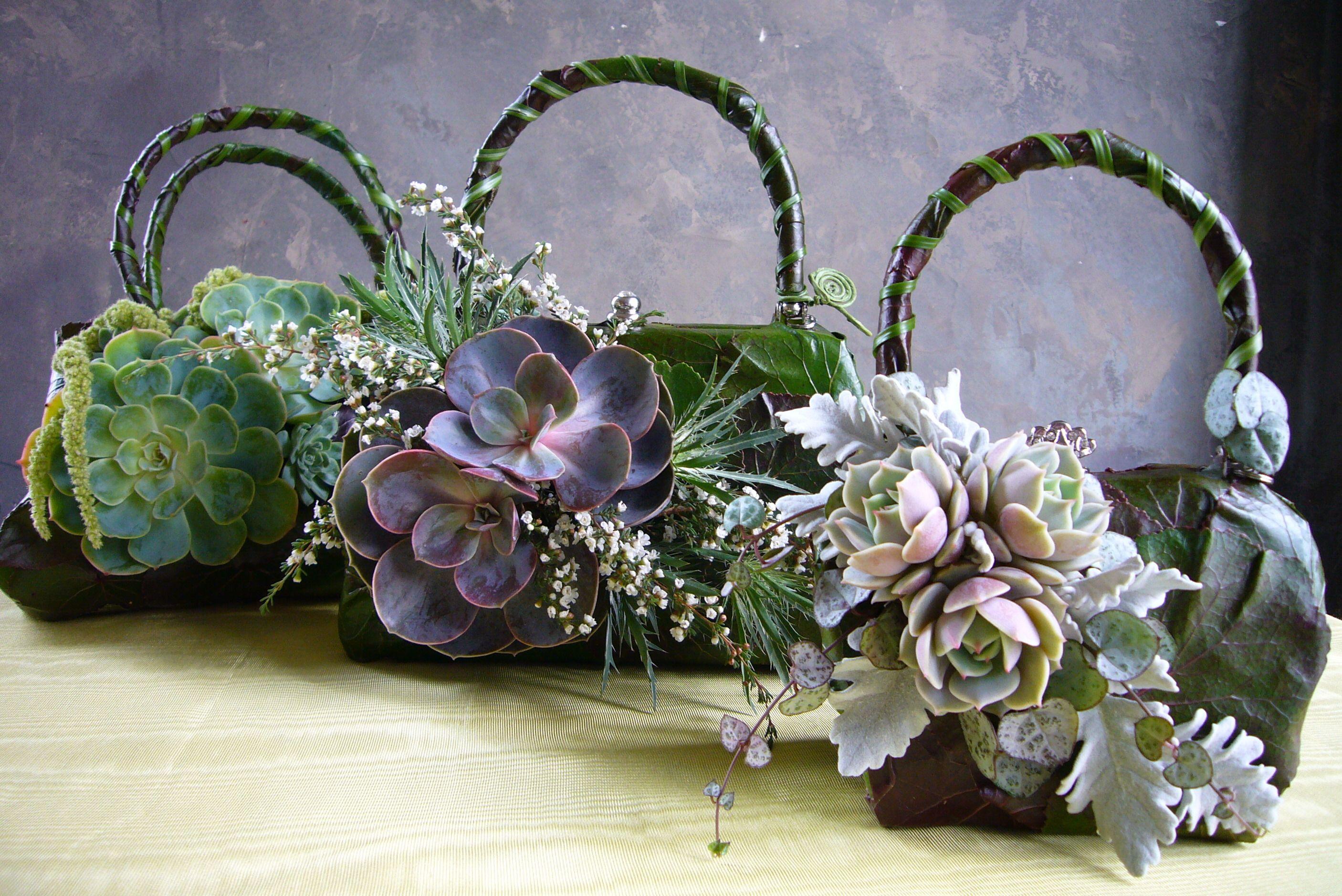 вот букеты цветов фото в декоративных сумках туда