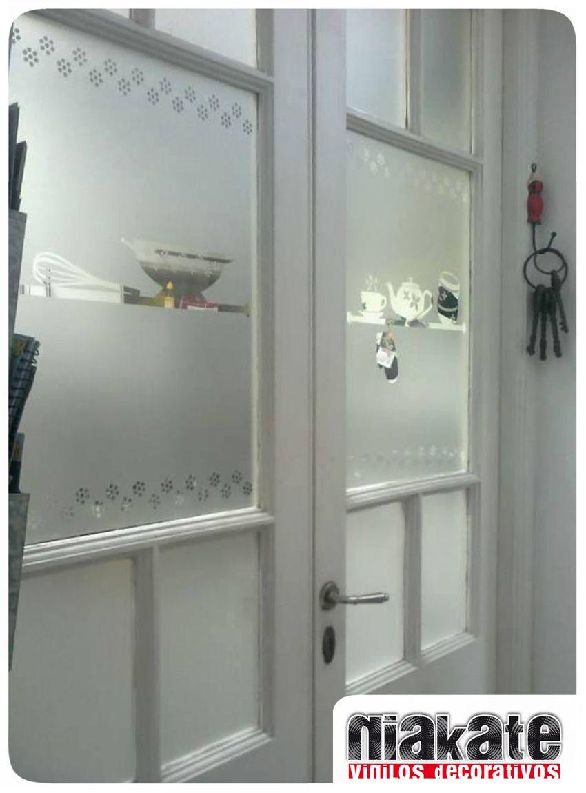 Esmerilado decorativo para puerta de vidrios repartidos for Burlete puerta decorativo