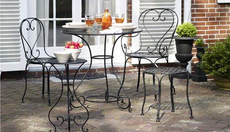 Gartenmöbel Aus Metall Sind Besonderst Robust, Müssen Allerdings Vor Wasser  Geschützt Werden (Foto: Chateau Bordeaux)