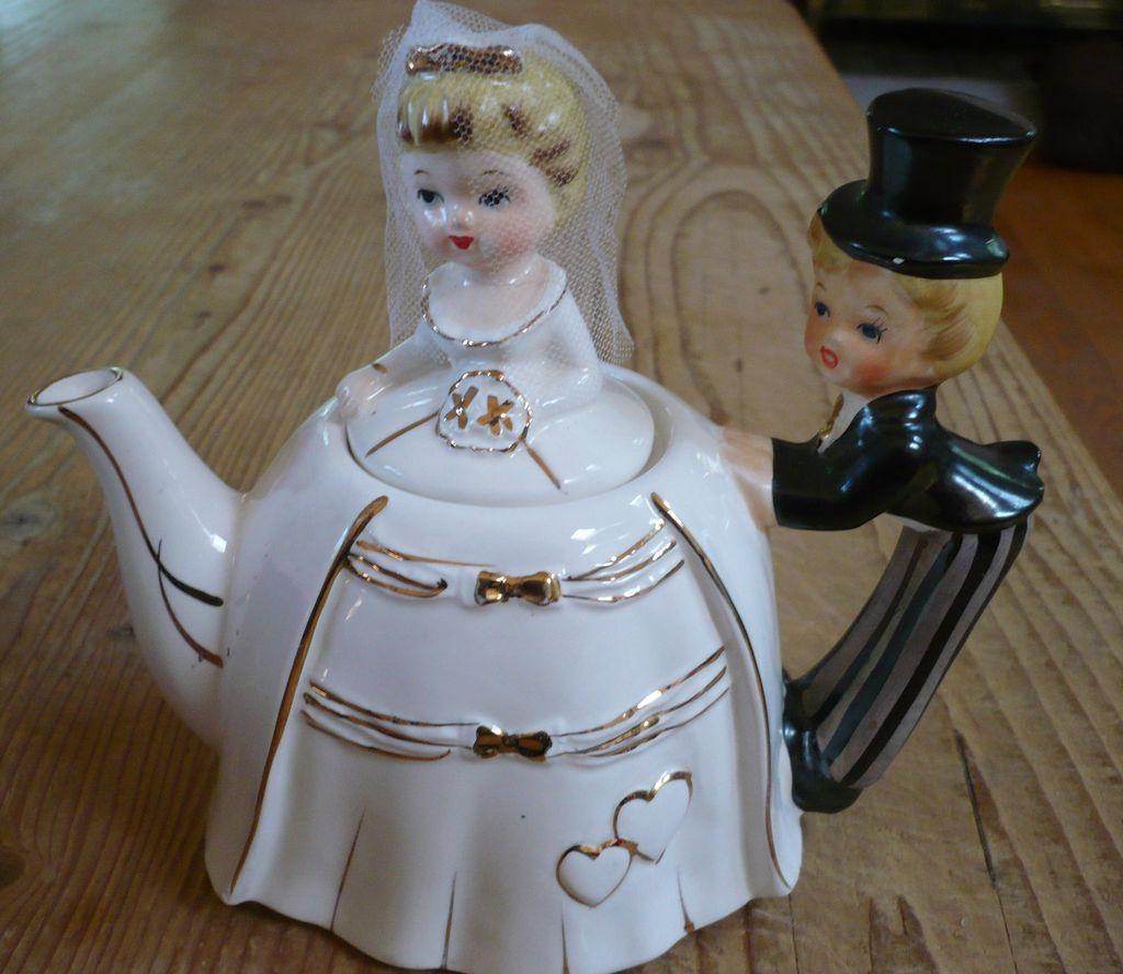 Bride Groom Music Box Teapot