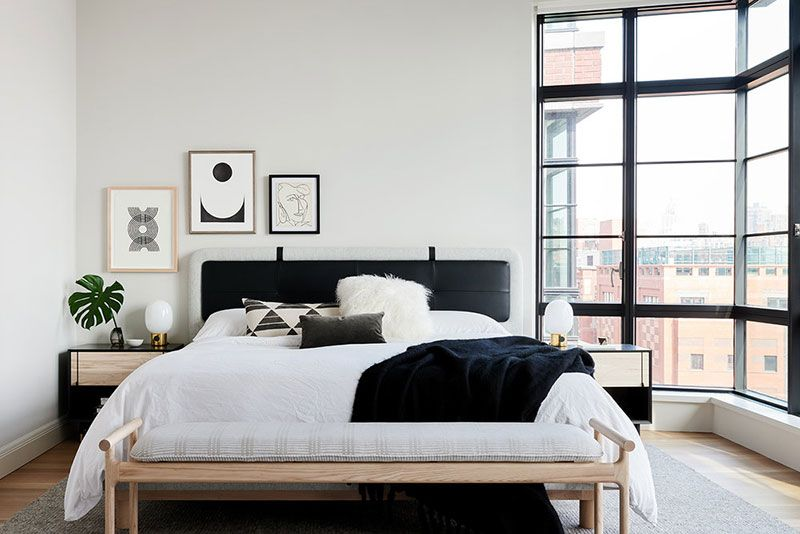 Black Windows White Walls And Open Space Modern Residence In Manhattan Foto Idei Dizajn Modern Bedroom Decor Home Decor Bedroom Contemporary Bedroom