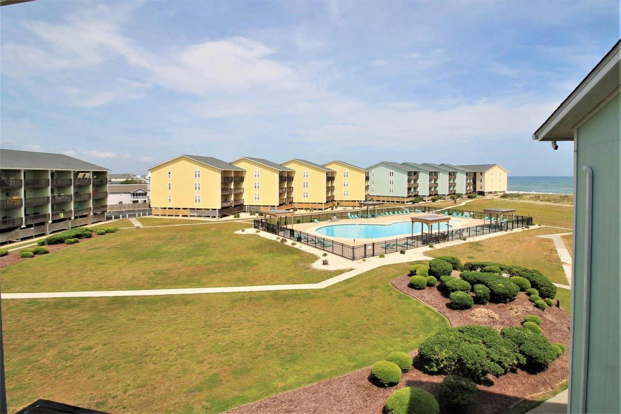 Rentalspotlight Surf Condo 335 Livin On The Edge Too Surf City This Two Bedroom One And A Half Bath Condo Oceanfront Condo Surf City Topsail Island