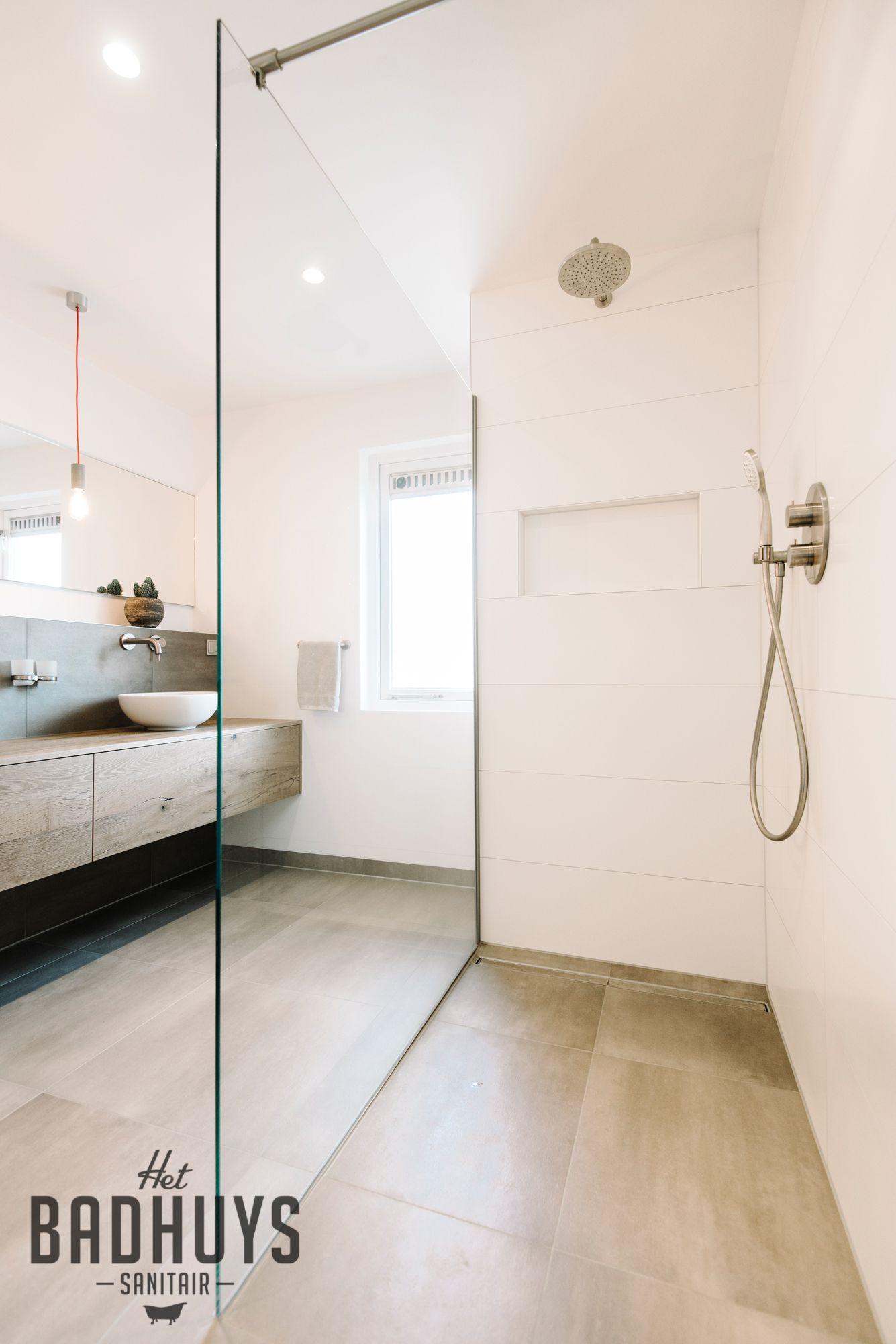 Badkamer met inloopdouche en inbouwkast | Het Badhuys | bath ...
