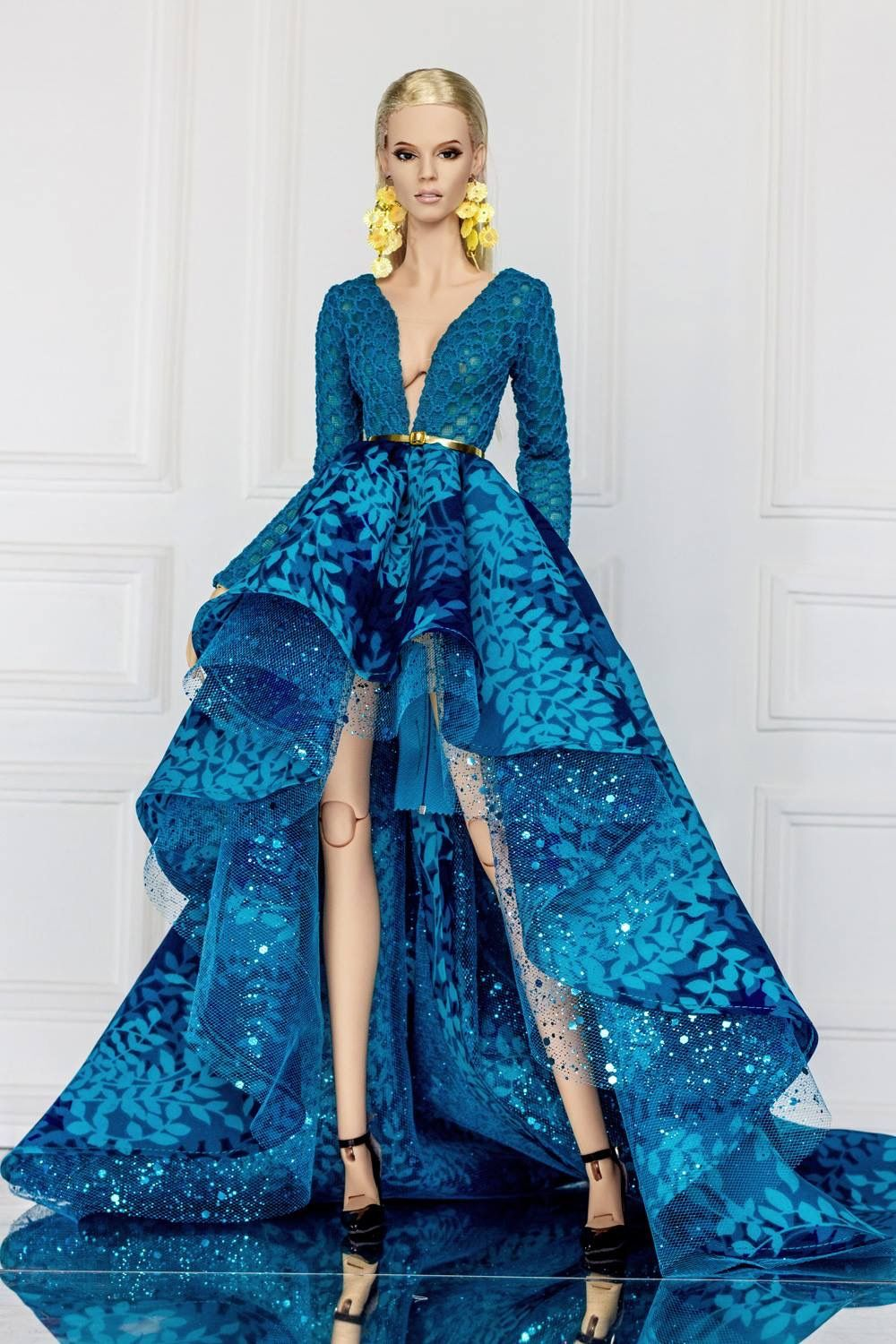 Loving this dramatic blue gown on \