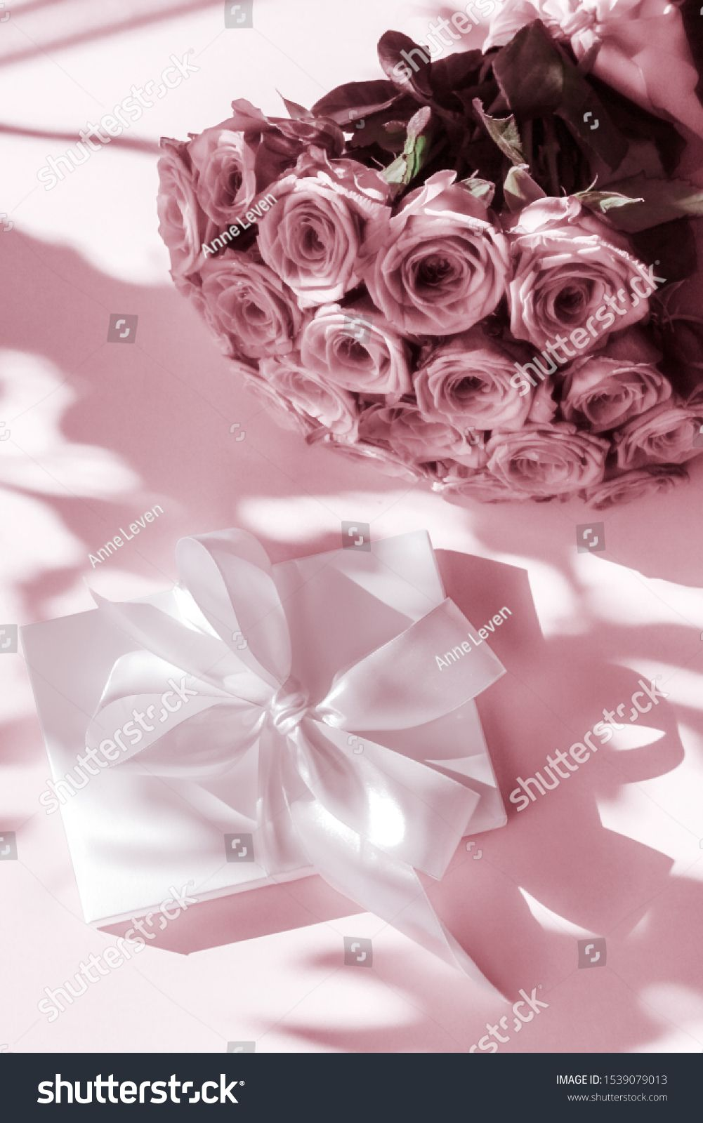 Happy holidays, luxe shopping and love gifts concept - Luxury holiday silk gift box and bouquet of roses on blush pink background, romantic surprise and flowers as birthday or Valentines Day present ,